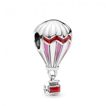Červený teplovzdušný balón